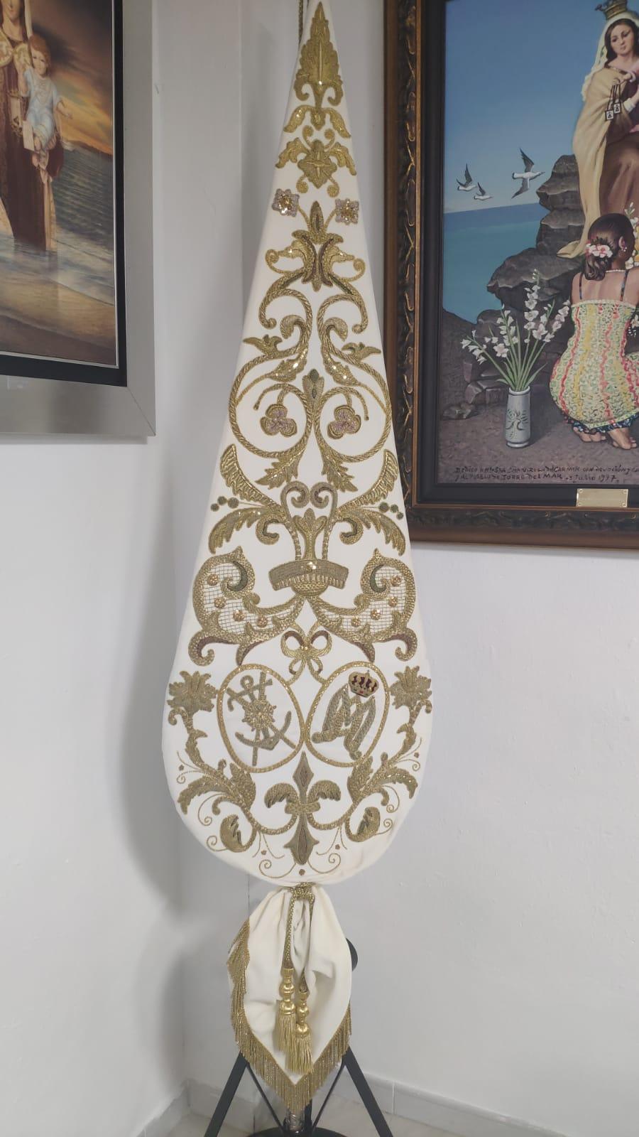 Guion Bordado en Oro y terciopelo Blanco.