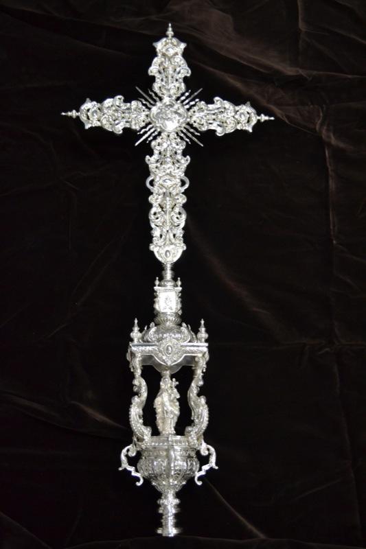 Cruz parroquial, detalle remate